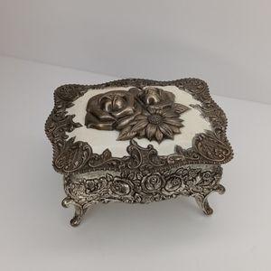 {Vintage} jewelry box